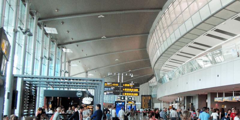 De vertrekhal van Valencia Airport